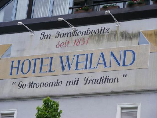 Hotel Weiland: Sign on wall of Hotel