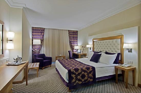 Tugcu Hotel : chambre double avec grand lit