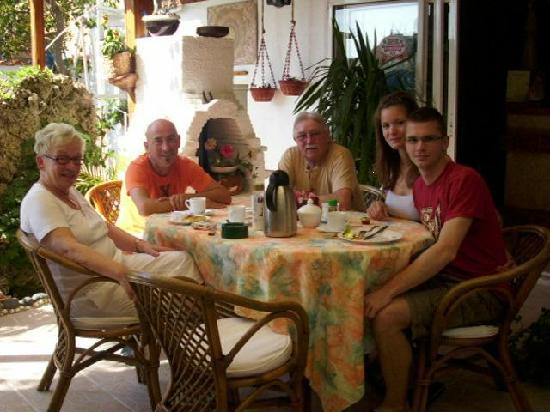 Hotel Sofi: Frühstück am Pool