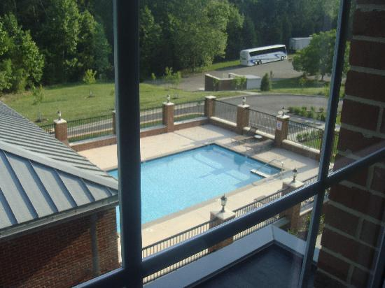 Hampton Inn & Suites By Hilton Williamsburg-Central : Out our window on the third floor