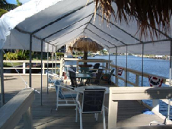Hideaway Waterfront Resort & Hotel: Relax on the Water