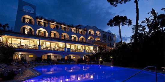 جراند هوتل اكسلسيور تيرمي: hotel view from pool