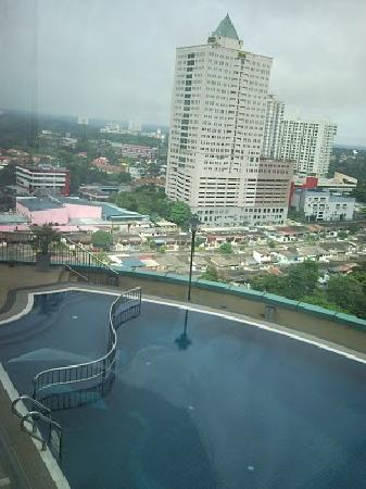 Hotel Grand Paragon: View of the pool from our room