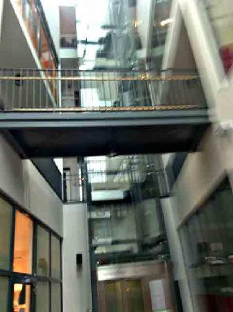 Hotel Palmenhof: Eingangspartie mit Lift zur Reception