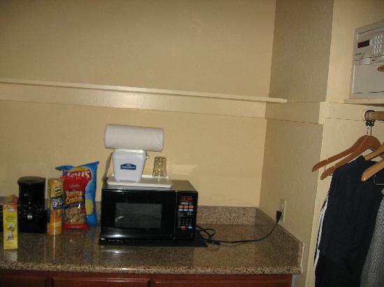 Best Western The Inn & Suites Pacific Grove: microwave, coffee maker, refrigerator, safe