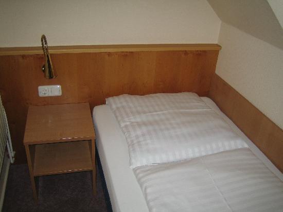 Landhaus Ohlstedt: Bett, Einzelzimmer.
