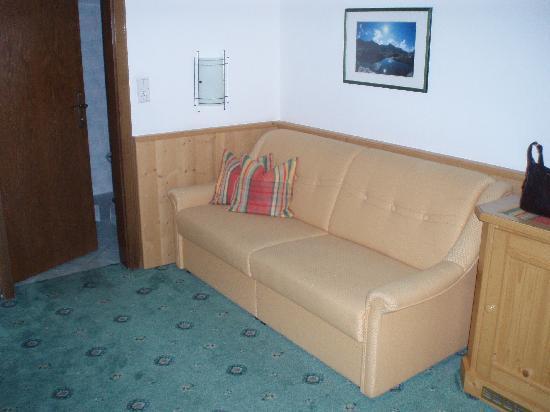 Apart-Hotel-Garni Bäckerei Strasser: Sofa area in room