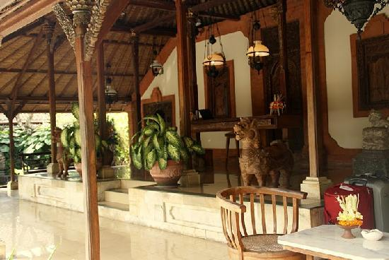 Tandjung Sari Hotel: Lobby