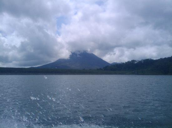 Nationalpark Vulkan Arenal, Costa Rica: View from Arenal Lake, during Jeep-Boat-Jeep