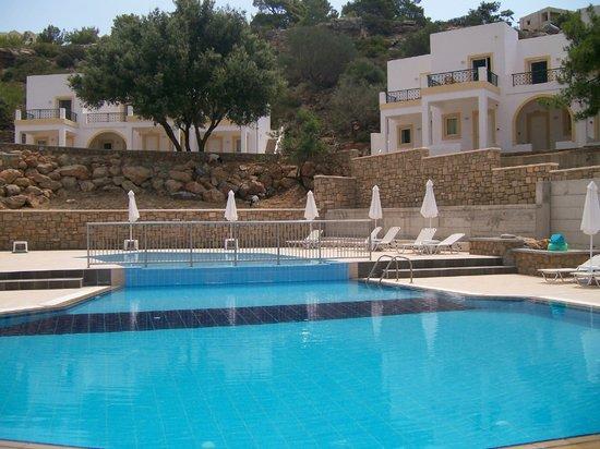 Nikitas Apartments : Pool and apartments