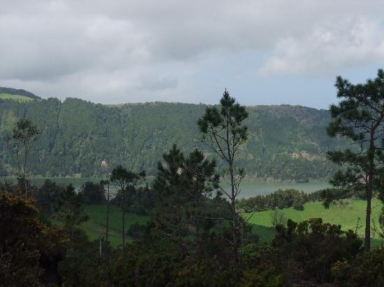 Furnas Lake Villas : Hill top view within the property