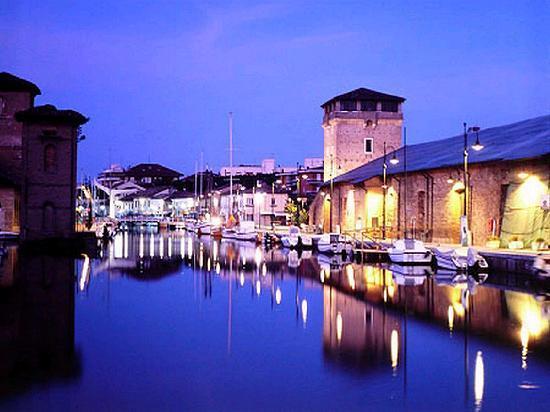 Hotel Buratti: Pinarella di Cervia il porto