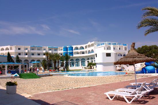 Palm Inn: Vue de l'hôtel en rentrant de la plage