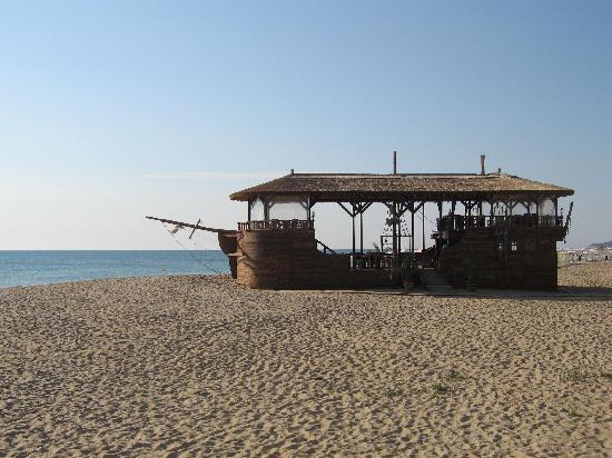 Obzor Beach Resort: Restaurant på stranden v/hotellet