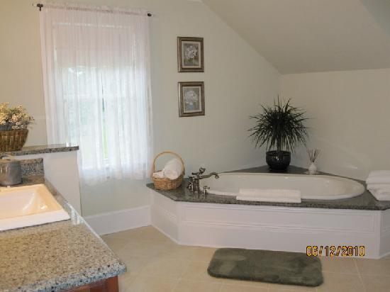The Coffey House Bed & Breakfast: bathroom