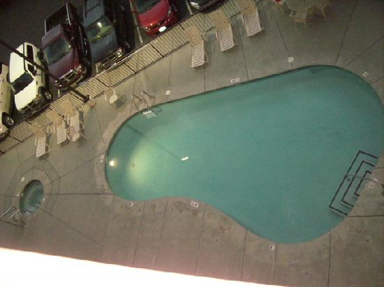 Park Tower Inn: OUTDOOR POOL