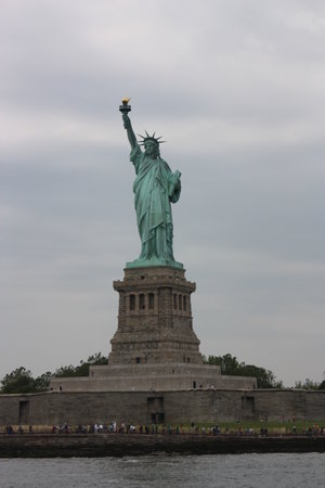 OnBoard New York Tours: Nice and close to statue