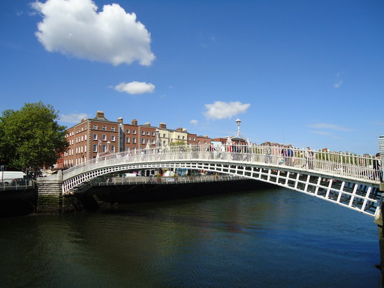 O'Callaghan Davenport Hotel: Ha'penny bridge