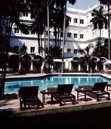 The Oberoi Grand: swiming pool