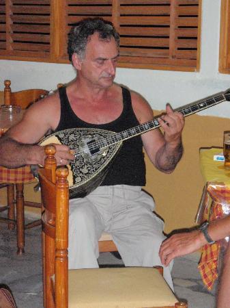 Naxos Kalimera Hotel: The bazuki Player @ Colosseo