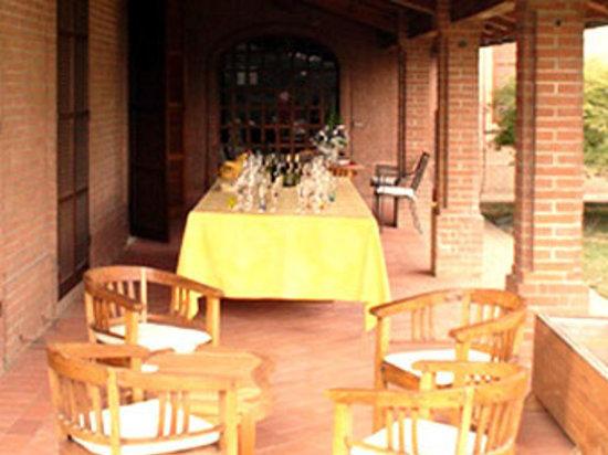 Villa Franci : Patio dining area