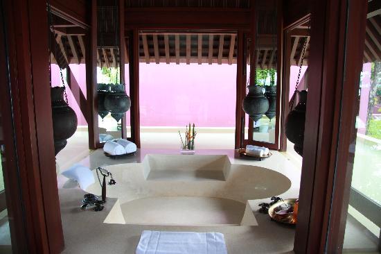 Phulay Bay, a Ritz-Carlton Reserve: sunken bath tub Moroccan style