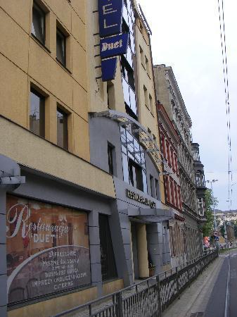Hotel Duet: Das Hotel von der Straße aus gesehen
