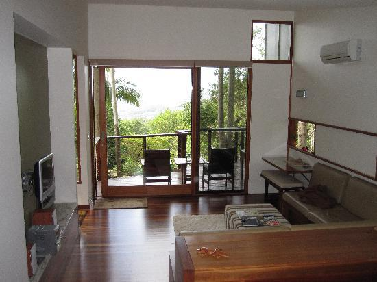 Montville Oceanview Cottages: View out to the Deck