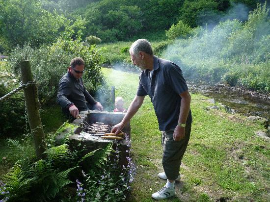 Bratton Mill: BBQ'ing by the stream