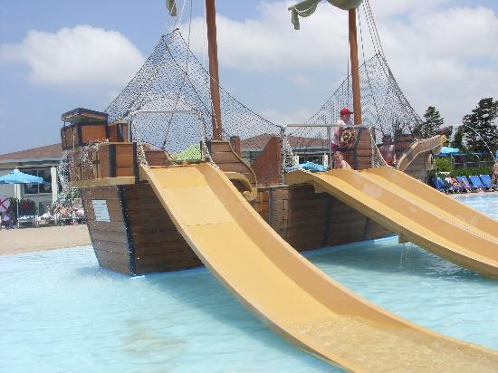 Aliathon Holiday Village: Kids pool pirate ship