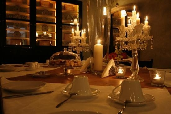 Hotel Cellai: candlelight breakfast