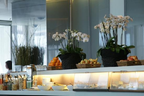 SIDE Design Hotel Hamburg: Frühstücksbüffet