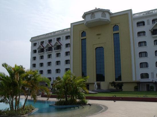 Vivanta by Taj - Trivandrum: Hotel from the pool area