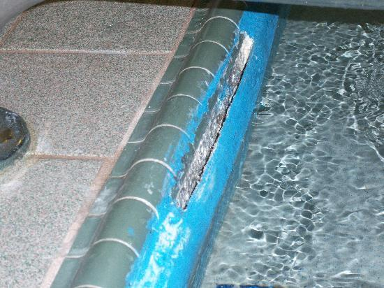 "Comfort Suites: Pool ""repairs"""