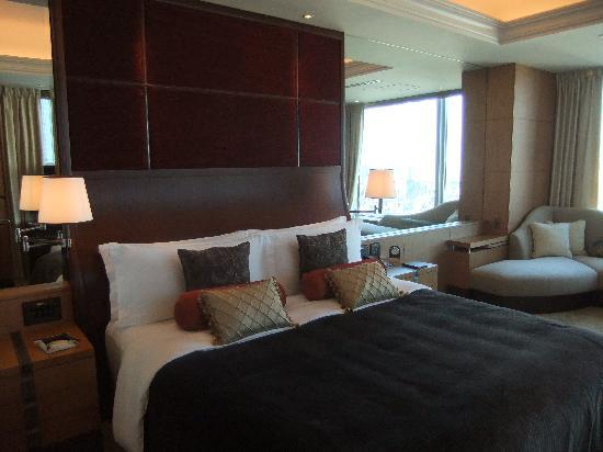 Shangri-La Hotel, Tokyo: Heavenly Bed and Pillows!