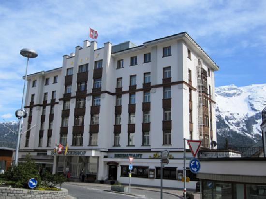 Hotel Schweizerhof: Hotel front