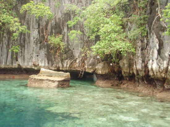 Coron, Filipinas: Passage between twin lagoon
