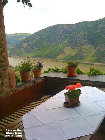 Oberwesel, Tyskland: View from Table in Courtyard