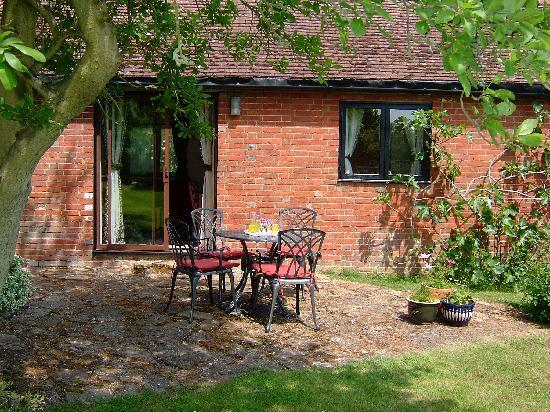 Ransley Barn Cottages: Heron Cottage patio