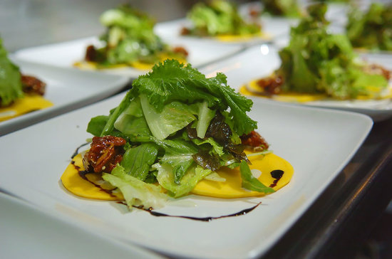 Nectar at Florblanca Resort: Organic lettuce and local mango salad