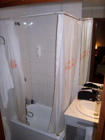 Sweet Hotel Renasa: bathroom