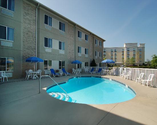 Sleep Inn & Suites: Outdoor Pool