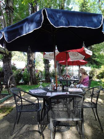 The Murphys Historic Hotel: nice patio