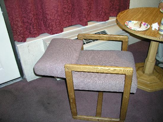broken chair - Picture of Weston Inn, Twin Falls - TripAdvisor