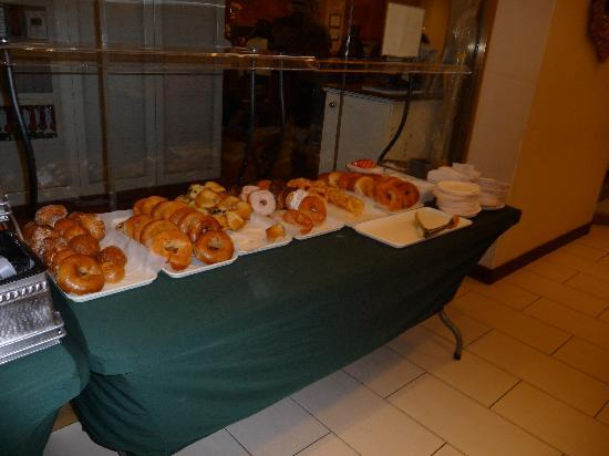 Hotel Stanford: Breakfast spread