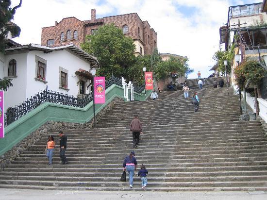 Hostal Villa Nova Inn: The stair climb to get up to Cuenca from Villa Nova Inn