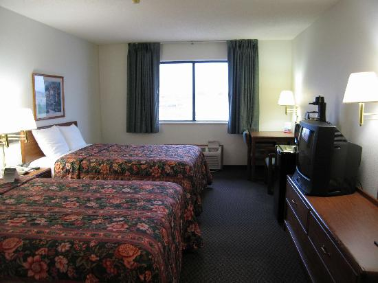 Super 8 Charles City: Room 203
