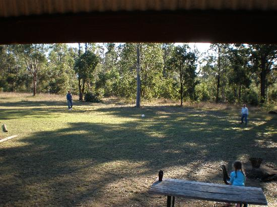 Hunter Hideaway Cottages: Lots of space for soccer, bike riding etc