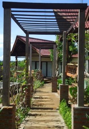 Lovina Eco Lodge: Lodge Garden