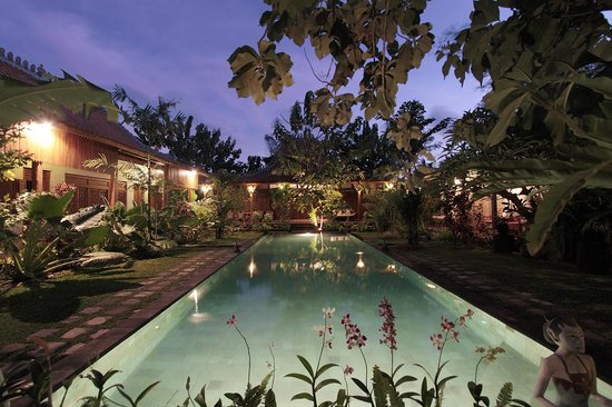 Kampung Kecil: Villas around the pool